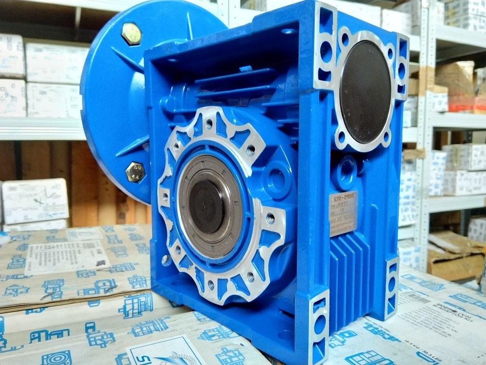 Червячный редуктор NMRV 075