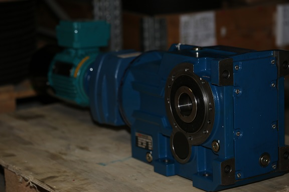 Коническо-цилиндрический мотор-редуктор